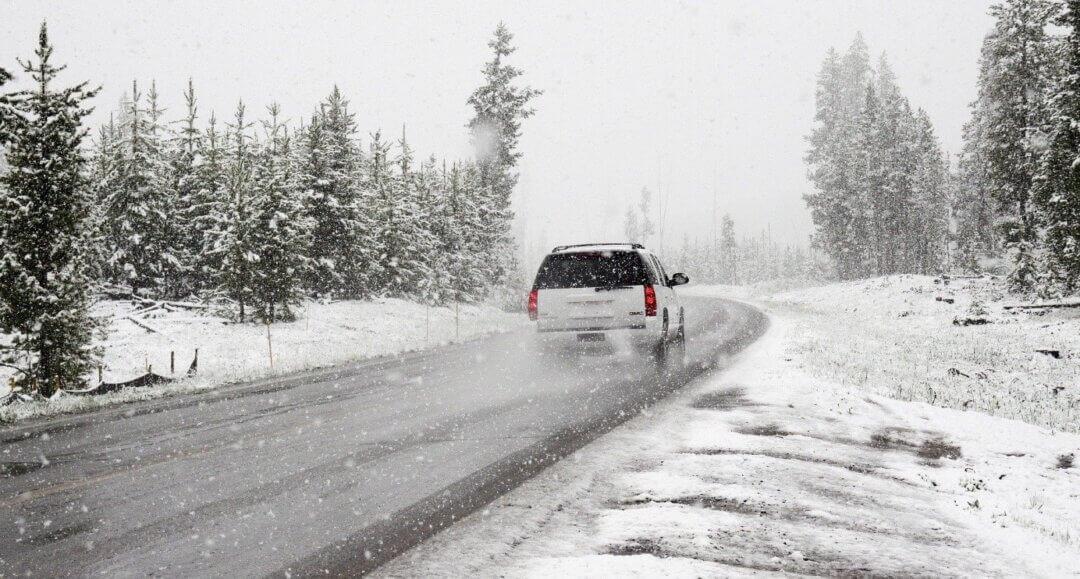 Toch op wintersportvakantie 4 tips voor wanneer je met auto gaat